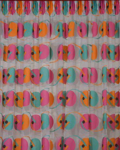 Κουρτίνα λεπτή με φωτεινά χρώματα